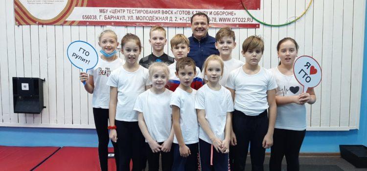 школы 133 и Сигма выполнили гимнастику